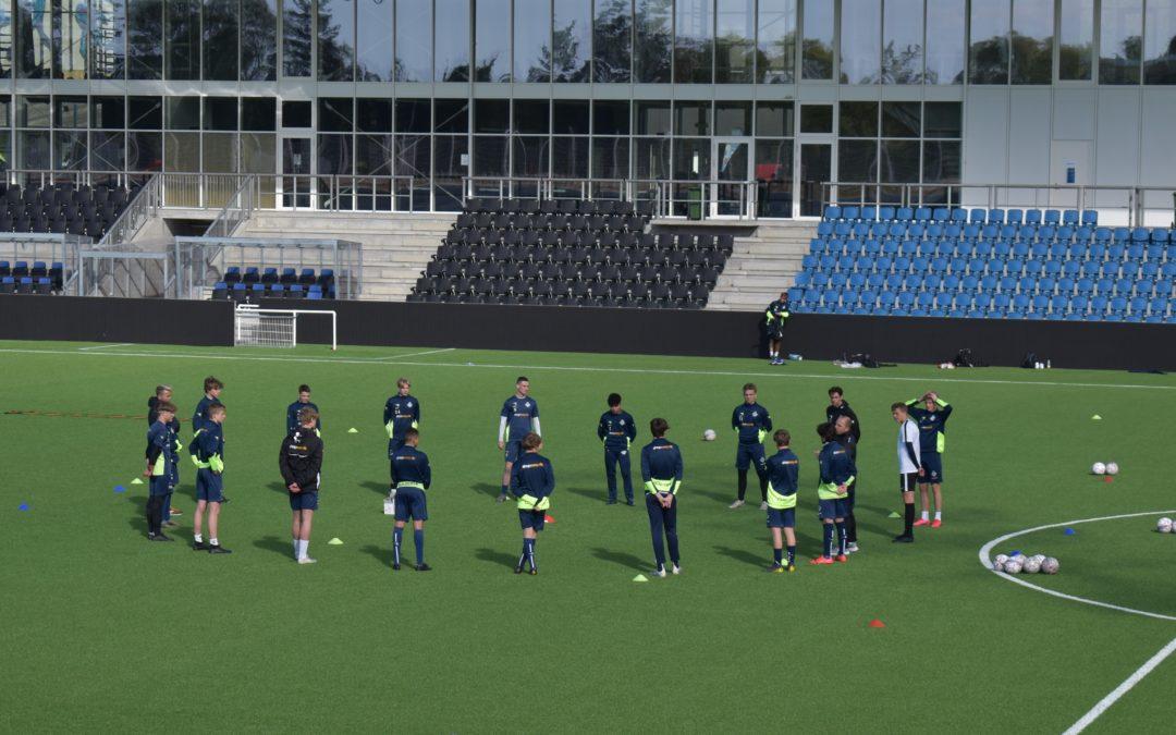 Det dufter af bold igen – FCH Talent genoptager træning på stadion